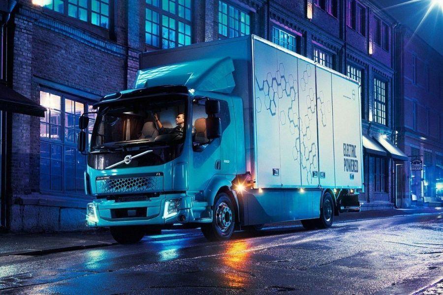 Volvo FL Electric. Ночной город