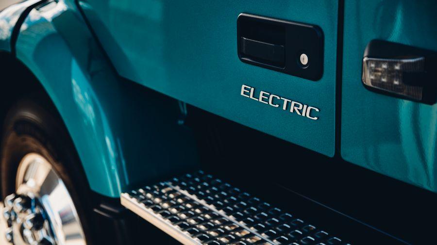 VNR Electric, ступенька для водителя
