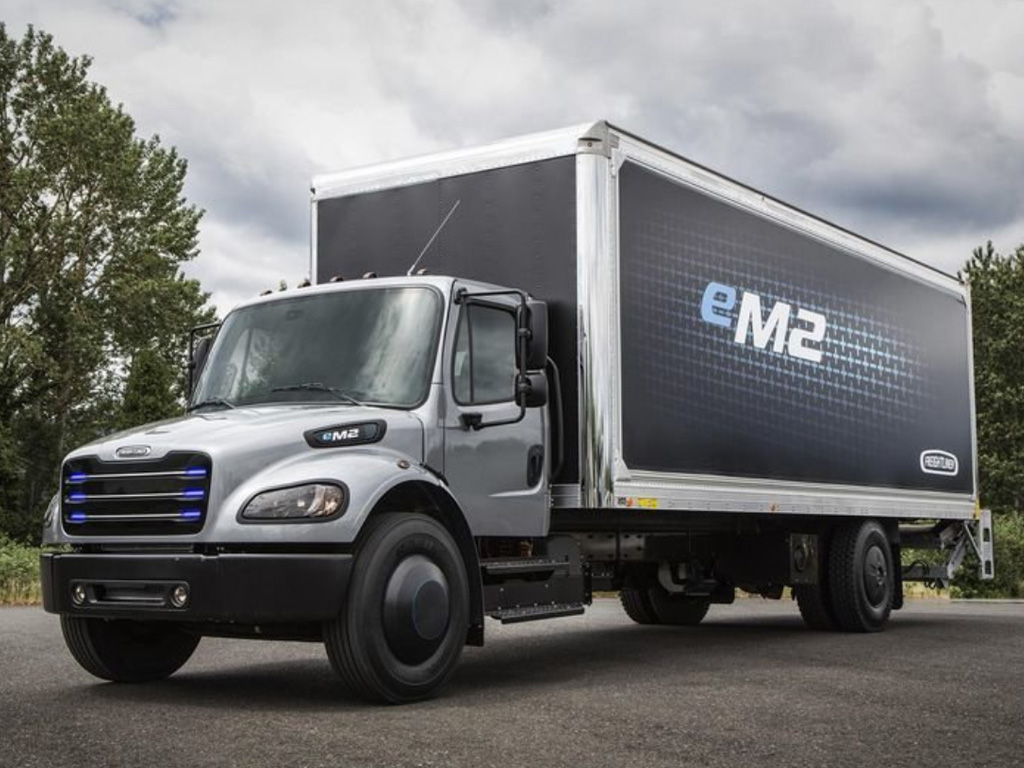 Freightliner eM2 — eltruck.ru